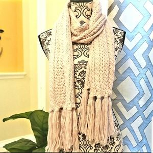 women light orchid woolen muffler scarf